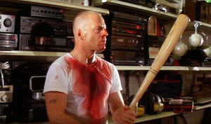 Bruce Willis escogiendo la mejor arma en Pulp Ficcion. Fuente: http://www.virginmedia.com