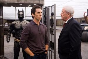 """Bruce Wayne, alterego de Batman y Alfred su mentor. Imagen:  Película """"El caballero Oscuro"""", http://blogs.elcomercio.pe"""