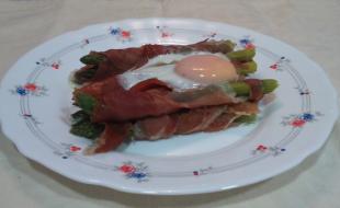 Trigueros con jamon y huevo