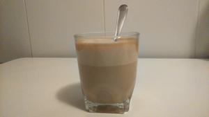 Café frappé, resultado final con leche.
